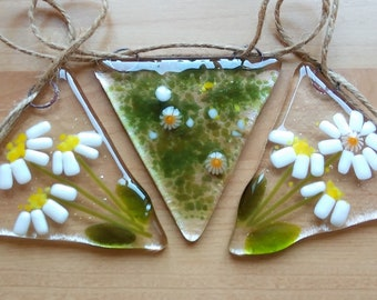 Daisy bunting, fused glass bunting, floral bunting, daisy glass bunting, garden bunting, handmade glass art.