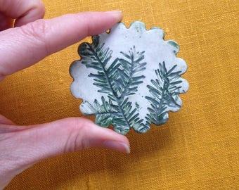 Vintage pottery brooch - leaf imprint