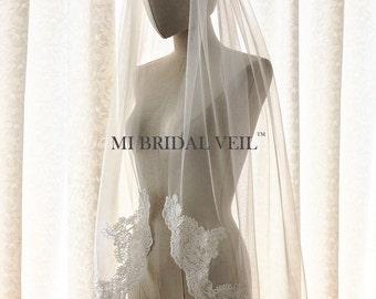 Lace Bridal Veil, Lace at Chest, Single Tier Lace Veil, Lace Wedding Veil, Fingertip Veil, Mi Bridal Veil