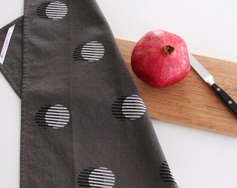 Stripe Circle Towel : Charcoal Ground - Black/White Print