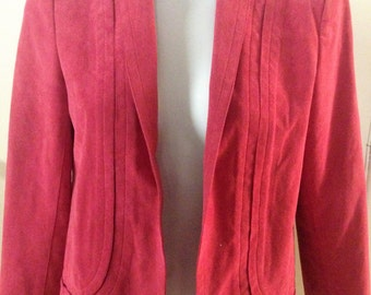 1970s Ultrasuede Jacket by Mollie Parnis in Dusty Rose. Great for fall, winter, business, corporate, daytime wear.