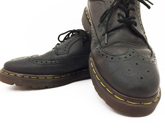 Doc Martens Wingtips Made in England / 90s Dr Martens Wingtips US Men's 9 / Dark Chocolate Leather Oxford Brogues / Preppy Grunge Oxfords
