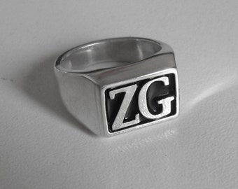 Seal-type ring with initials. Custom.