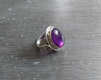 Sterling Silver 925 and Amethyst ring polished vintage