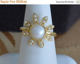 On sale Faux Pearl Floral Ring, Gold tone, Adjustable, Size 5-1/2-7, Vintage (AE1)