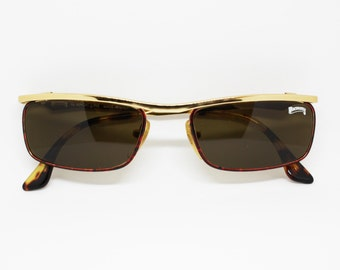 Winchester square little sunglasses in gold metal frame with enammeled logo , deadstock 1980 made in Italy