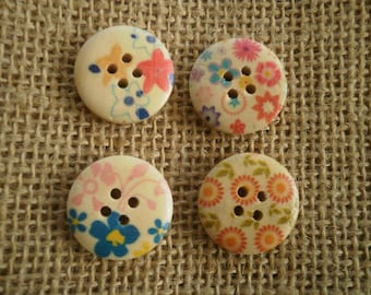 (15) set of 4 round buttons with four holes in wood painted Ecru floral motifs, 21 mm diameter
