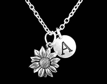 Daisy Flower Necklace, Initial Necklace, Best Friend Gift, Best Friend Necklace, Sister Mom Mother's Day Gift Necklace, Monogram