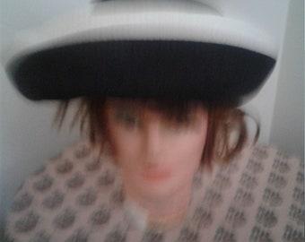 Vtg 60s Black and White Straw Hat