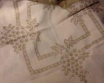 Vintage Square Embroidered Grapes linen set