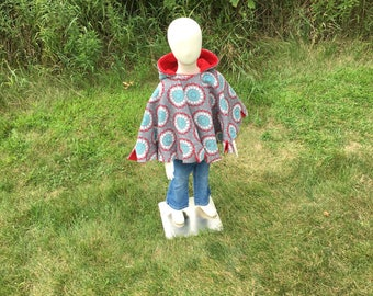 Car seat poncho, children's fleece poncho, reversible poncho, gray with flowers toddler Poncho, girl poncho, girl poncho, cape, hooded