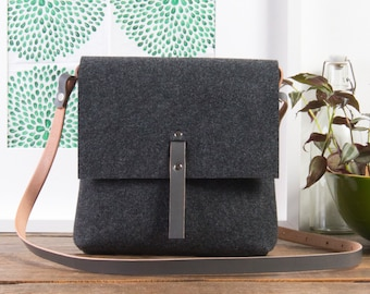 Grey crossbody felt purse, Felt bag, handbags, purses and bags, crossbody bags, leather handbag, messenger bag for women, shoulder bag