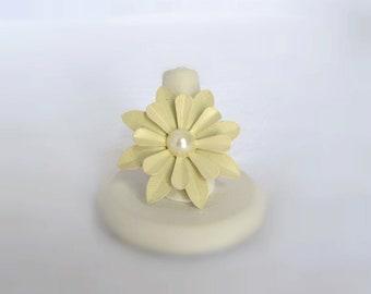 Cream Tin Flower Filigree Adjustable Ring