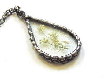 Pressed flower necklace pendant, terrarium jewelry Queen Anne's Lace flower jewelry, terrarium necklace, real flower, stained glass