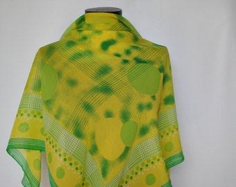 Vintage PRINTED SILK SCARF , hand rolled silk scarf..(178)