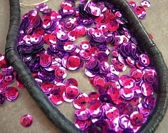 Vintage Sequins Strand VIVID MAGENTA PINK 5mm soft cups full strand flat couture lot