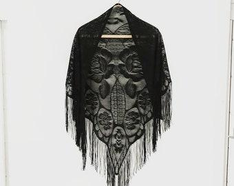 great lace | vintage wrap | shawl | fringe | black throw | 1960s/60s