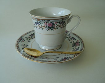 Vintage Truly Tasteful China Teacup with Pink Roses and Gold Spoon