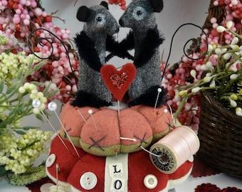 Prim wool Mice Pinkeep PDF pattern - valentine mouse pincushion wool fabric primitive sewing notion keep banner pins keep