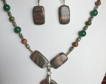 beaded large stone necklace