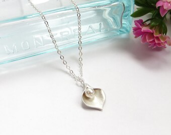 Calla Lily Necklace With Pearl Silver Petal Necklace, Bridal Necklace, Bridesmaids Gift, Personalized Jewelry, Wedding Party Gift