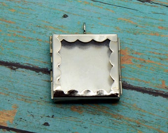 1 - Scalloped Square Glass Shadow box Locket Pendant Charm Silver Vintage style Keepsake (BD035) 50DFL