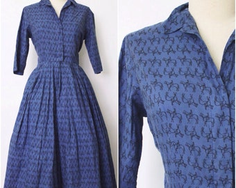 SALE || 1950s Dress | 1950s Novelty Print Dress | 50s Shirtdress | Horse Print Dress | Blue Full Skirt Dress |  M - L
