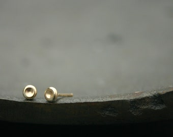 minimal stud earrings - gold stud earrings 3mm  Pebble post earrings, tiny gold earrings, small gold studs, gold earings