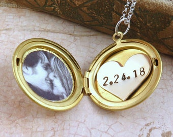Personalized Necklace for Mom, Gold Locket Necklace, Custom Date Necklace, Anniversary Locket, New Mom Gift, Wedding Date Necklace