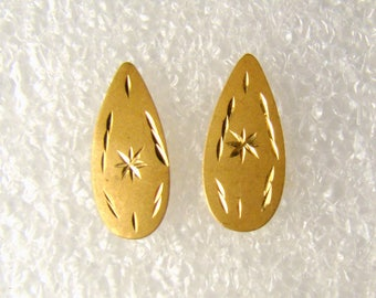 Teardrop Shaped 14K Gold Pierced Earrings