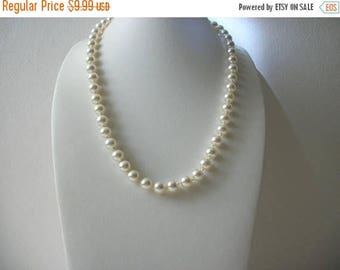 ON SALE Vintage 1960S Hand Knotted Glass Faux Pearls Shorter Length Necklace 21117