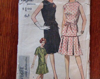 Vintage 1960s Vogue Dress Pattern Bust 34 - Unused Factory Folds