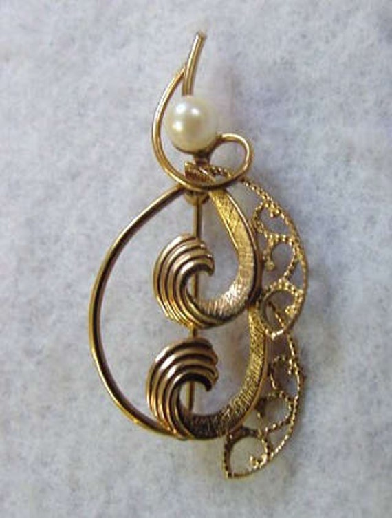 Dainty Vintage 12K G.F. Pin / Brooch With Pearl
