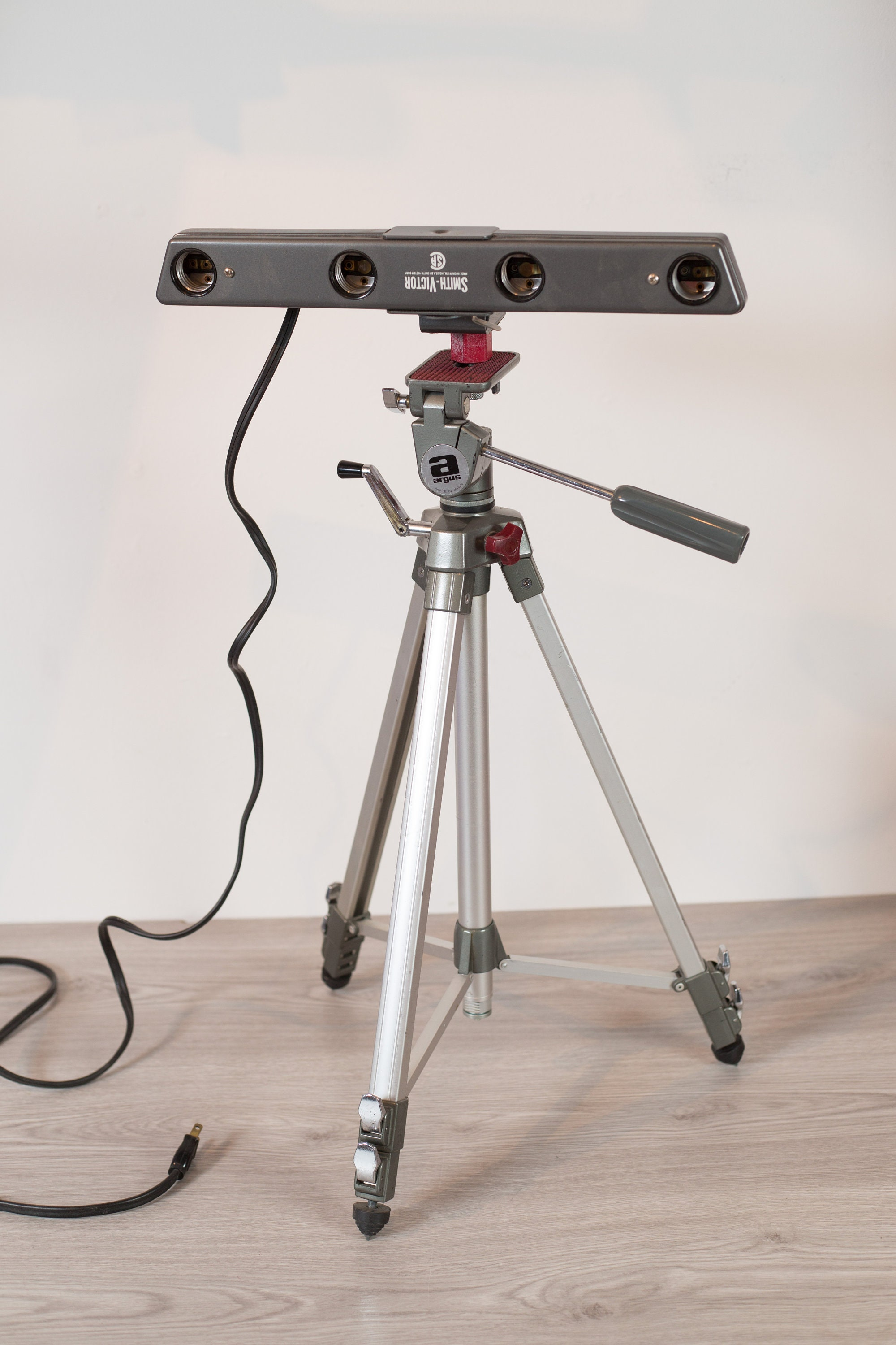 for stand mini studs product portrait light collapsible photo photography and video lighting studio studsminilightstandaluminiumalloyphotographyphotostudiolightstandsforvideoportraitandphotographylighting stands alloy neewer aluminium