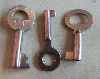 Skeleton Keys - Vintage Antique keys-  Barrel keys- Steampunk - Altered art h4