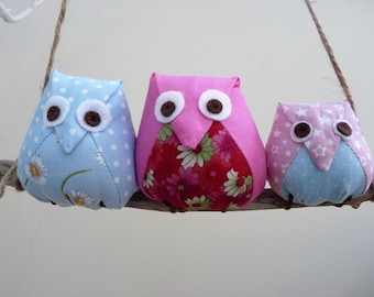 Owls on a branch, 3 pink and blue owls