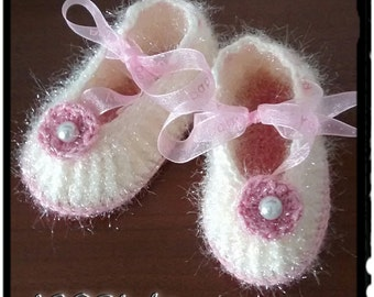 Crochet baby shoes, crochet booties, girls shoes, gift for baby, Ready to ship