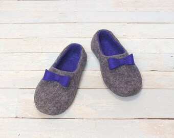 Women's slippers Wool felt slippers House shoes Gray slippers Violet bow ties Cute gift for mom Handmade felt slippers Gift for women