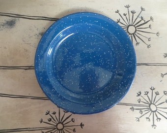Vintage Blue and White Speckled Enamel Plates Spatterware Plates Metal Camping Plates Picnic Plates Rustic Blue Plates Dinner Plates