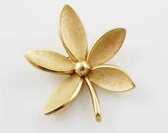 Vintage Gold Tone Signed Trifari Brooch
