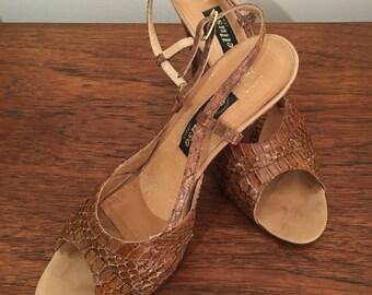 1970's Italian made tan snakeskin slingback sandals size 39 7.5 US