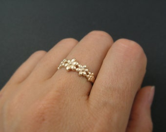 Gold ring. floral gold ring. dainty gold ring, trendy jewelry, gold jewelry, floral ring, gift for her, birthday gift. braidsmaid gift