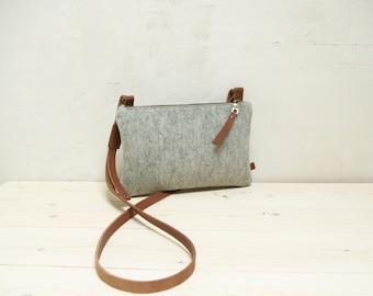 Felt crossbody bag - small light grey zipper shoulderbag with leather details