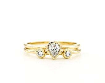 Pear Diamond Ring Set // Pear Diamond Engagement Ring Set // Two Round Diamond Wedding Ring // Engagement & Wedding Rings // Gold Ring Set