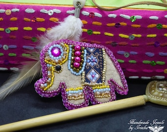 """Embroidered brooch """"Elephant"""", multucolore"""