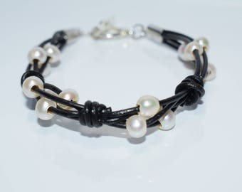 Black leather bracelet with White Freshwater Pearls