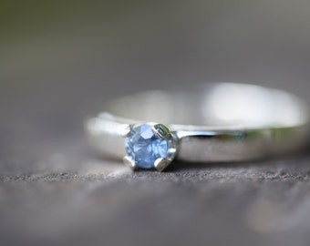 Mid to light blue sapphire ring, 9K palladium white gold
