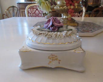 CARLTON CHANTILLY BOX with Roses