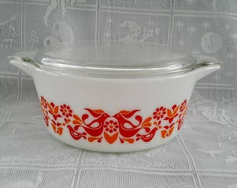 Pyrex 475 Friendship Casserole with Clear Lid