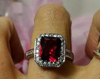 Flash Sale Art Deco Vintage Blood Red Stone Ring Clear Stones Silver Tone Size 8